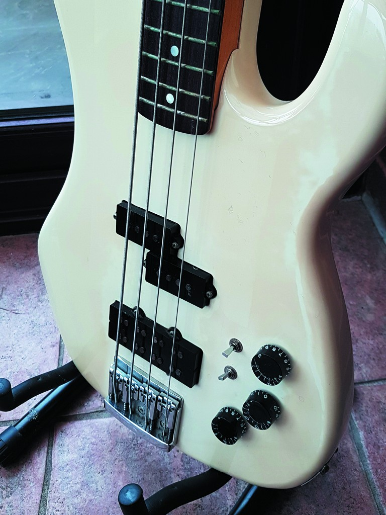 Vintage Kramer Focus 7000 4 string bass MIJ 2