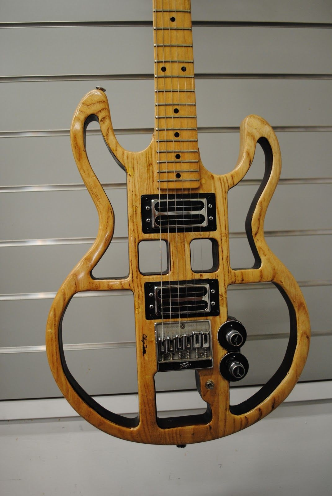 Peavey T 60 Interesting look but I think whoever modded this cut too much