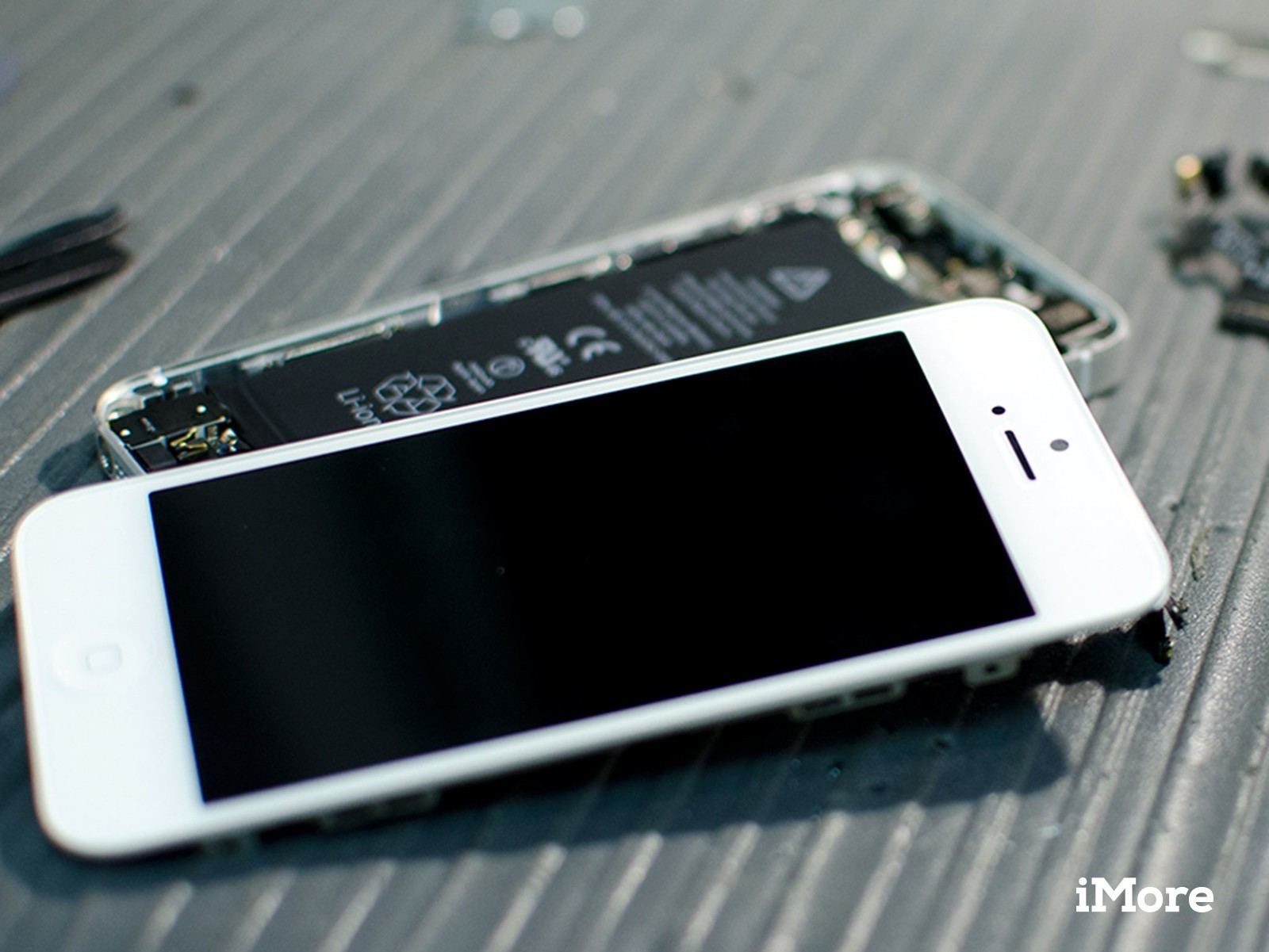 How to replace a cracked or unresponsive screen on an iPhone 5