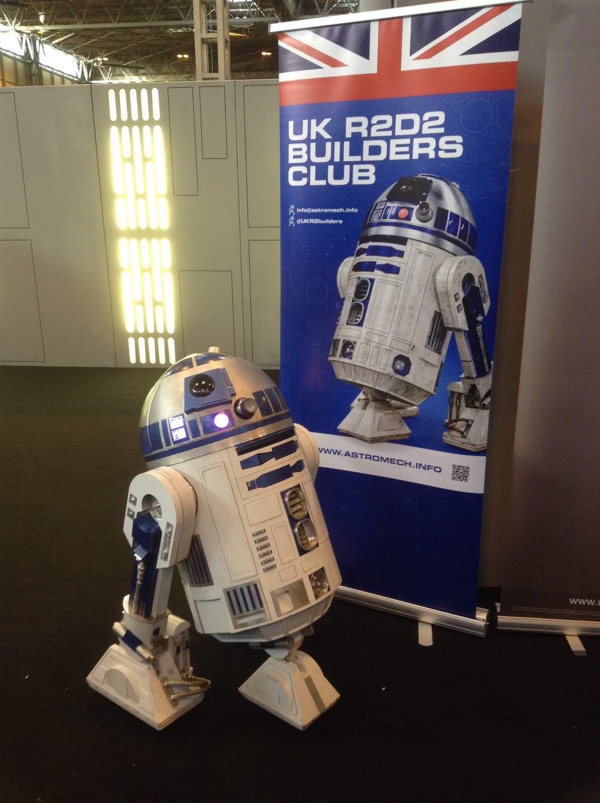 I ll be attending with R5 D4 & bringing along my R4 dome on the Sunday