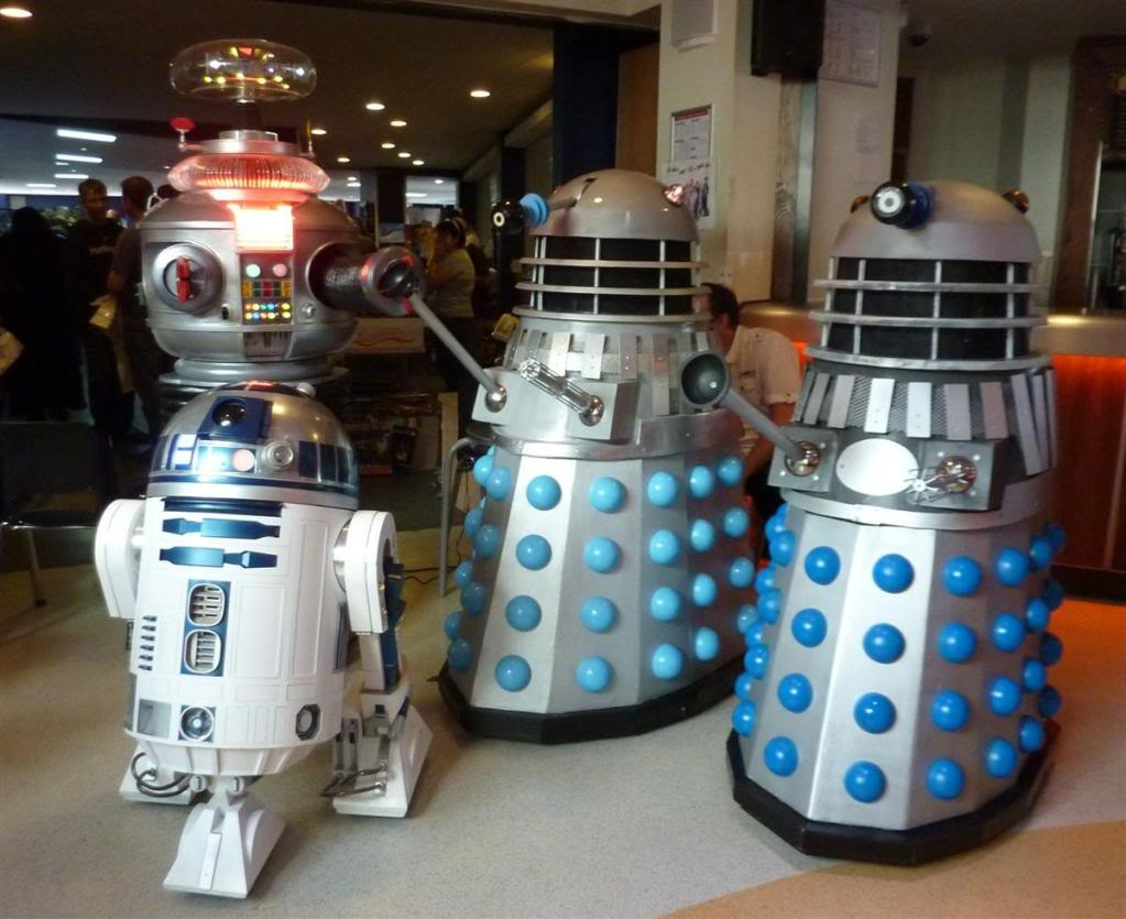 Setting up B9 meets a few friends and helps remove a pesky cyberman
