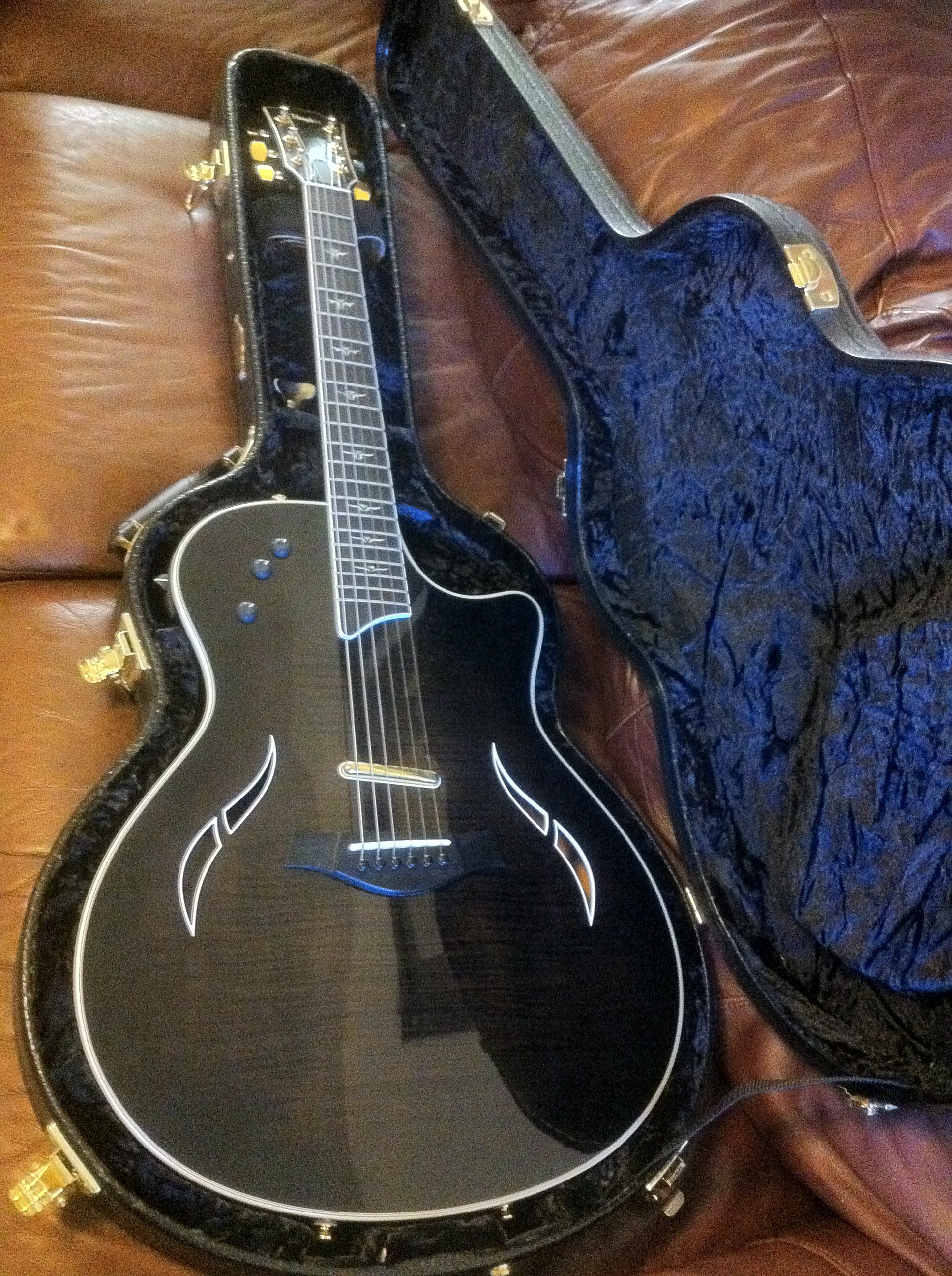 I m selling my Taylor T5 C1 Guitar I bought it five years ago it s a late 2006 model played it at a few churches but mostly stored it in it s hardshell