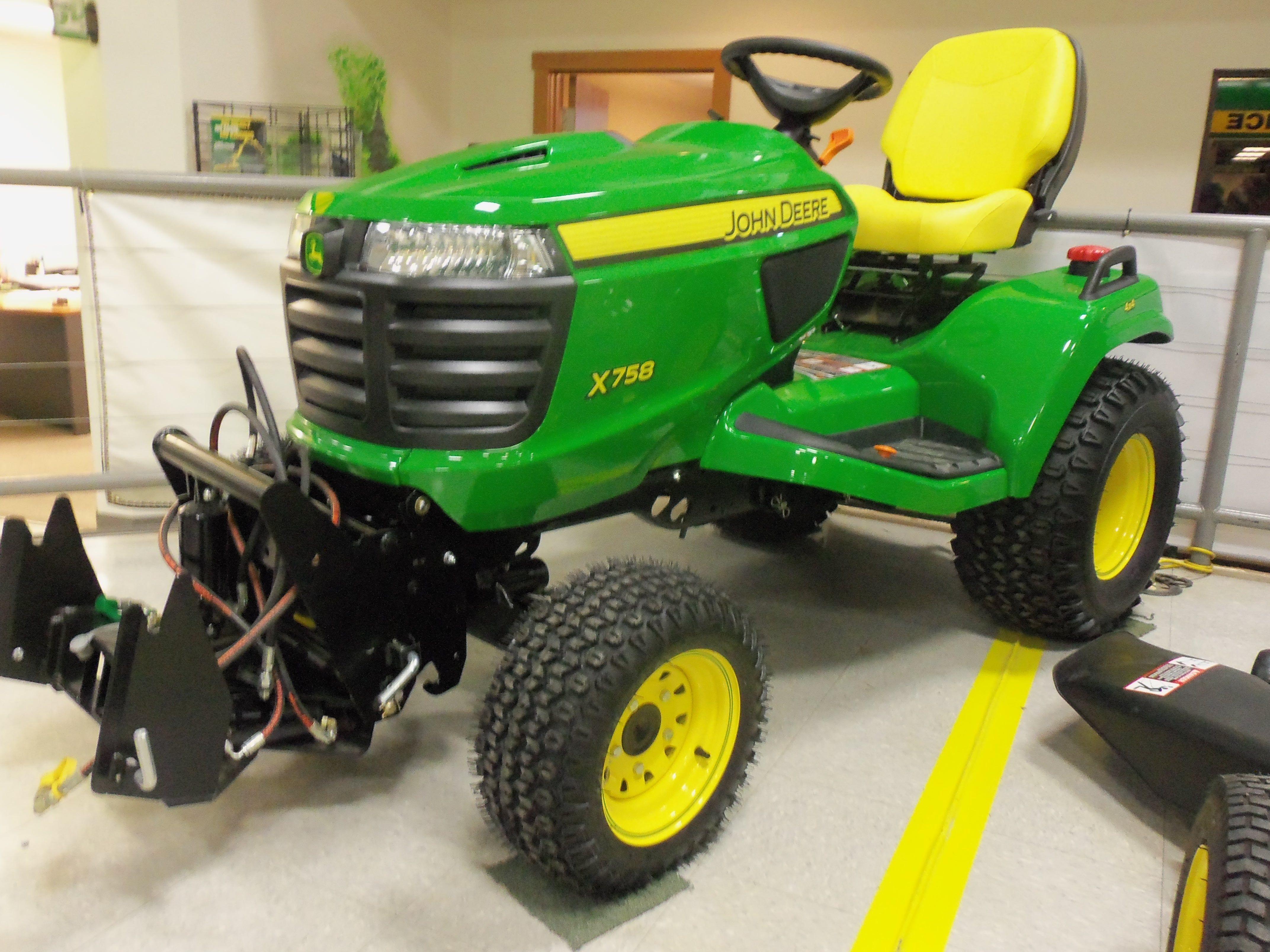 John Deere X758 garden tractor 24hp 60 cid sel 1 258 lbs from