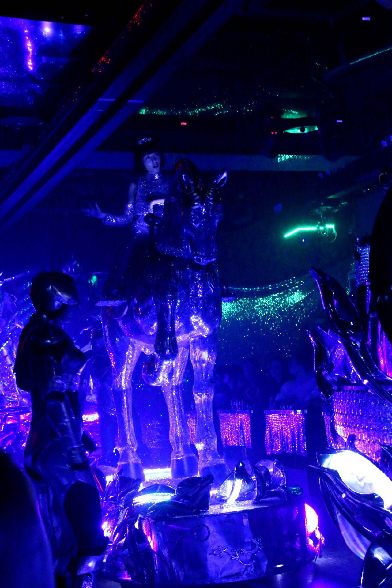 A pretty excellent version of Telephone on silver horses with robot dancers Yup