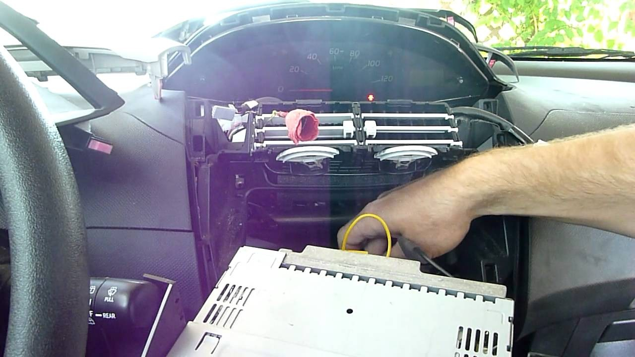 How to Install a Car Stereo Receiver Head Unit in 5 minutes in a Toyota Yaris HTWL