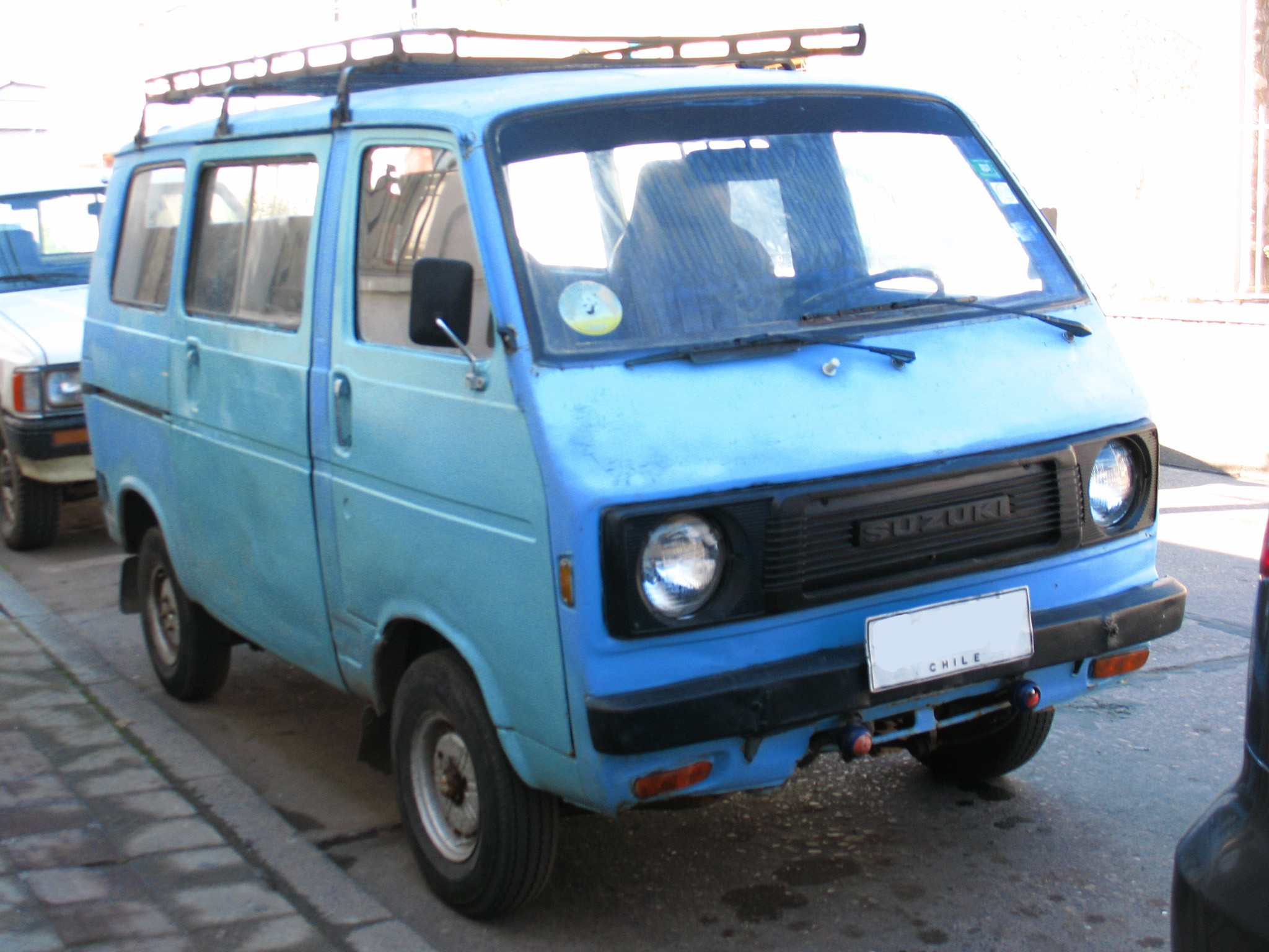 ST80V facelift version Chile This style of grille appeared in October 1977