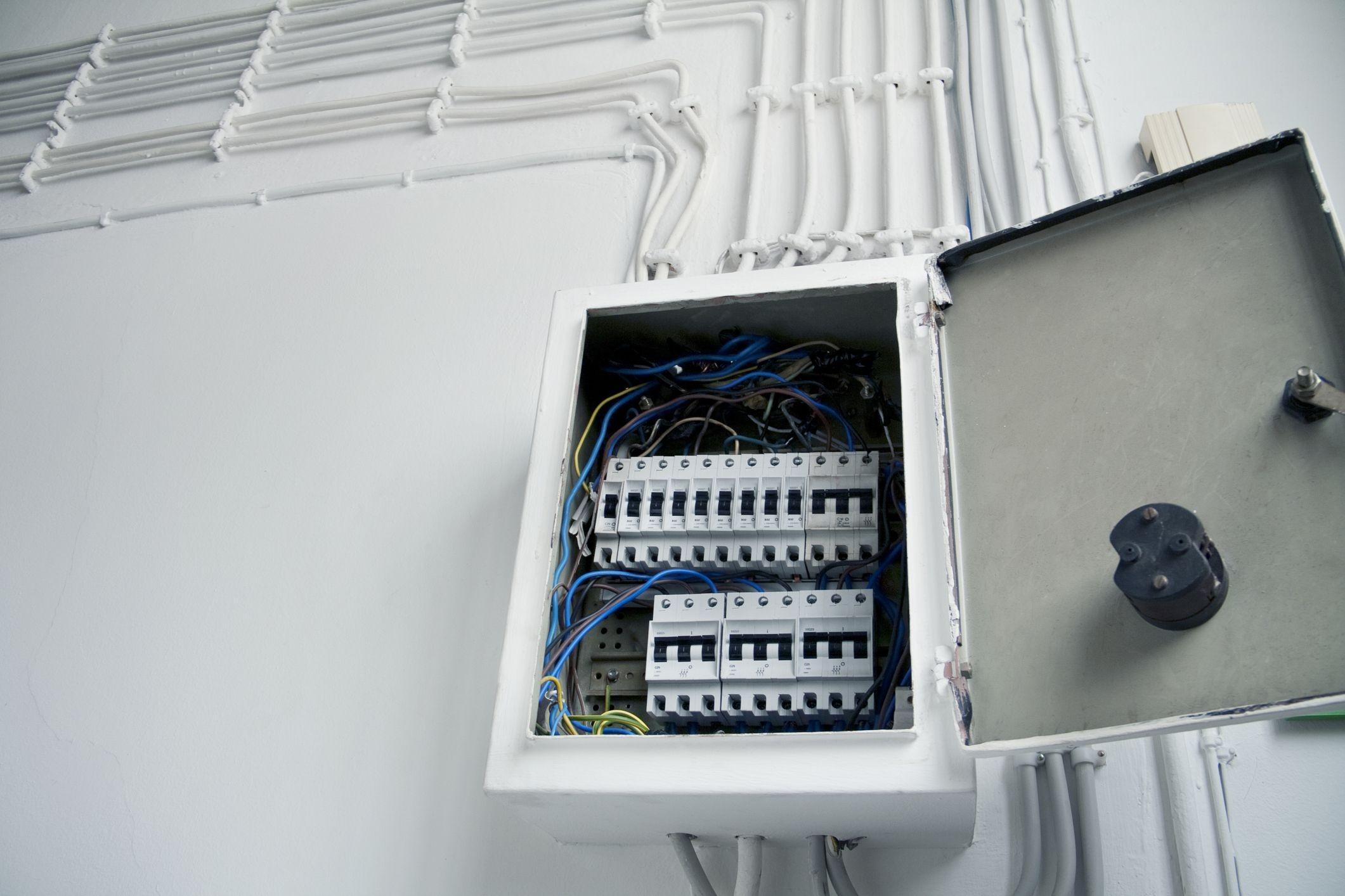 Circuit breaker Getty 5875af933df78c17b63ecb1a