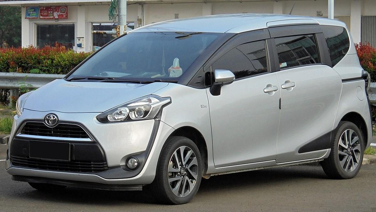 1200px 2016 Toyota Sienta 1 5 V NSP170R %