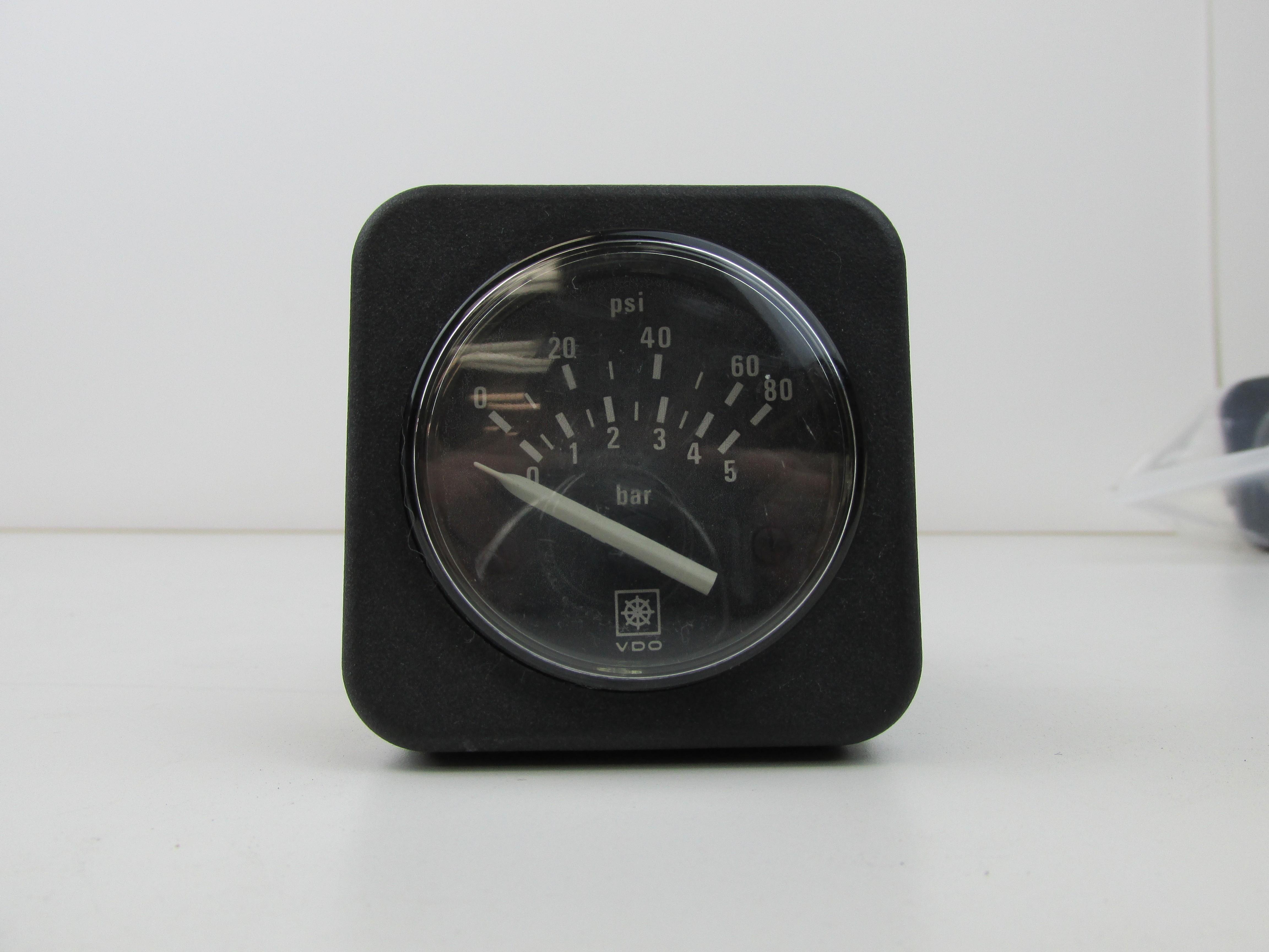 Cummins VDO 0 80 PSI Oil Pressure Gauge